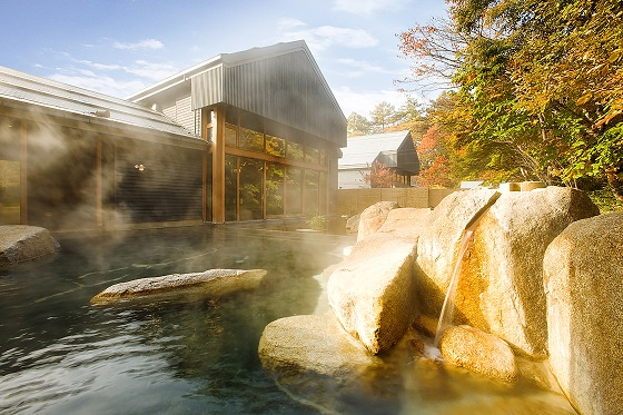 res【星野エリア】「軽井沢よくばり秋散歩プラン」秋の露天風呂